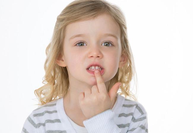 lechenie-molochnyx-zubov